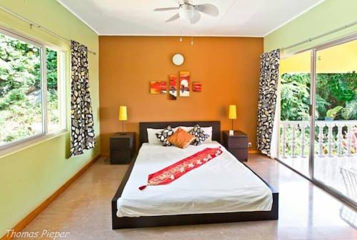 Double Room 2 amazing sea view - mahe - Bed & Breakfast