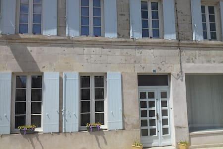 Proche de l'océan chambre B&B - Mortagne-sur-Gironde