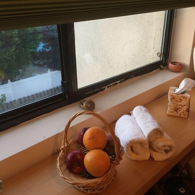 Fresh Fruit & Towels