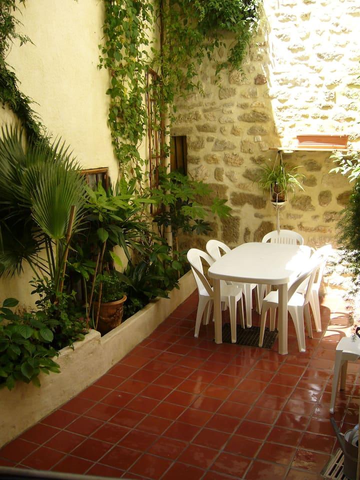 Maison avec cour interieure a Lespignan