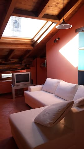 Vista e relax in  mansarda - Asso - Appartement en résidence