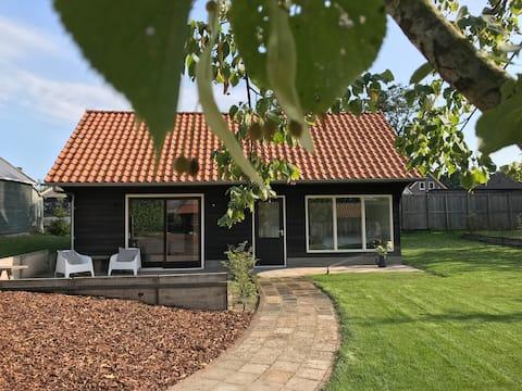Sfeervol vakantiehuis met bad, tuin en privacy