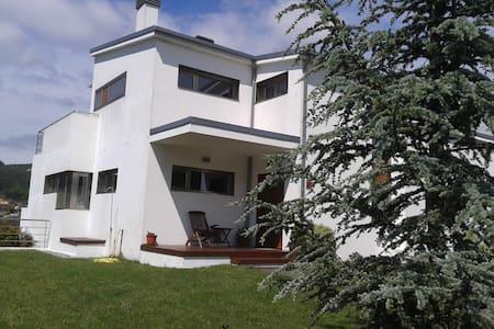 Villa proche de Saint Jacques de C - Boiro