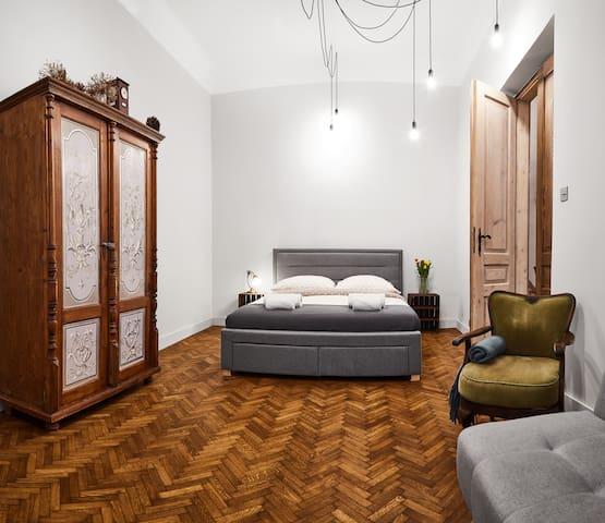 HOUSEHOST Apartment: Józefa Dietla Street
