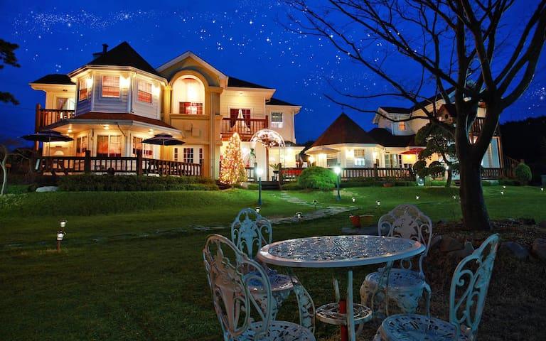 태안 안면도 바닷가 가까운 예쁜 정원이 있는집, 호텔식, 브런치