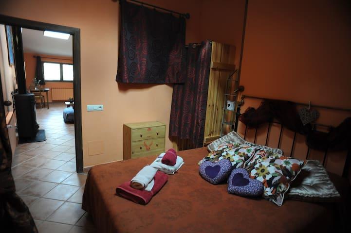 Casa romántica con Jacuzzi privado- La  Lavanda - Monasterio - Hus