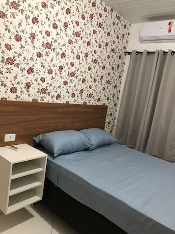 Apto.4 com suite, novo, confortável e próx. A tudo