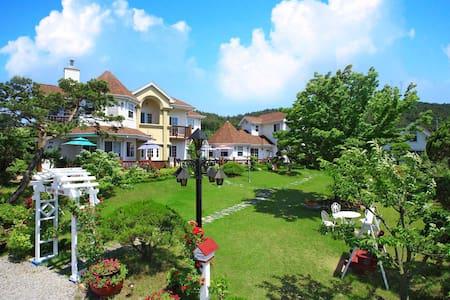 태안, 안면도, 해수욕장앞, 정원, 호텔식침구, 조식제공, 카페 - 태안군 - Dom