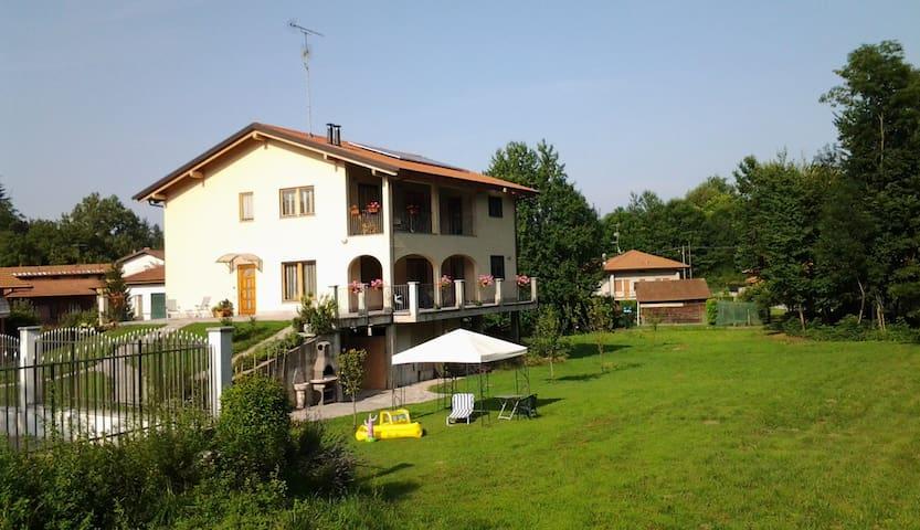 """Lago Maggiore """"la casa del bosco"""" a 2 km da Arona. - Oleggio Castello - Villa"""