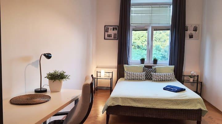 Przytulny pokój z widokiem na park - obok Dworca