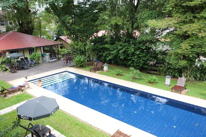 basaga holiday residences ( Verandah room for 2 ) - คูชิง - ที่พักพร้อมอาหารเช้า