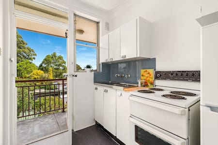 Bright studio in Leichhardt, Sydney's Little Italy - ไลชาร์ด