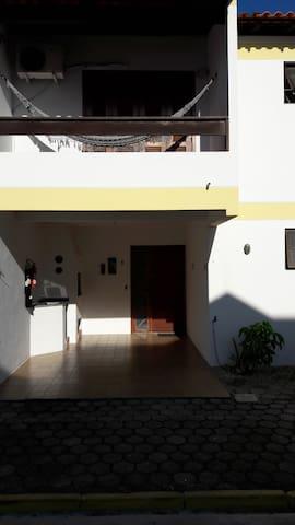 Chale na praia de Canasvieiras - 03 Dormitórios