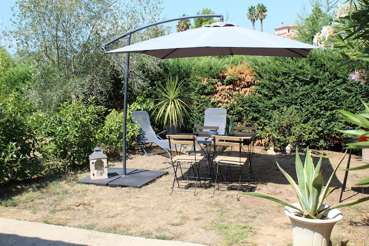 Porticcio rive sud Ajaccio joli studio avec jardin