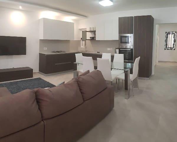 Confortable bedroom with a/c to enjoy Malta