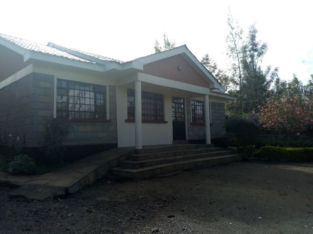 Naivasha fully furnished 3br bungalow to let.