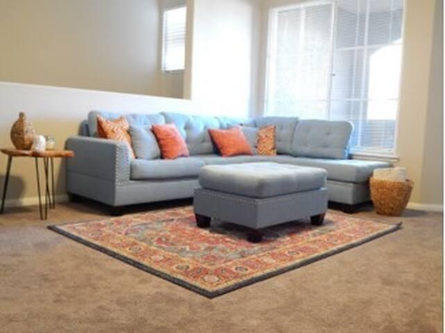Newly furnished 2 bd/2 bath ready for you to enjoy