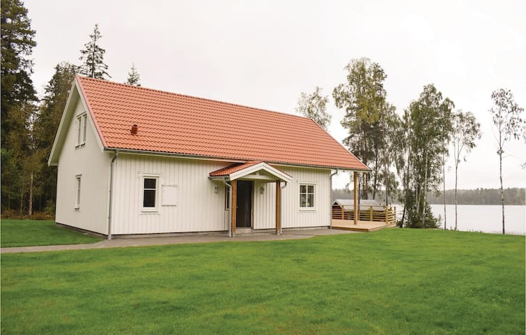 Holiday cottage with 4 bedrooms on 105 m² in Skillingaryd