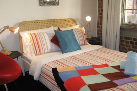 Alfredo - Funky 2 Bedroom terrace near the beach - Newcastle East
