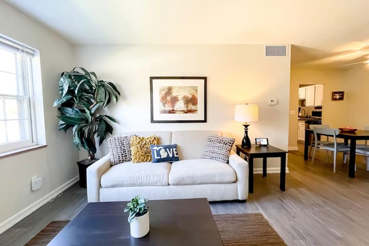2BR Furniture City Flat w/ Pool