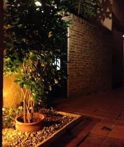 Hermosa casa de pasillo en el barrio de Pichincha. - Rosario - Casa