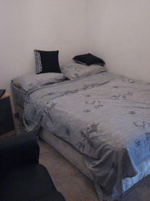habitación, cama de 2 plazas