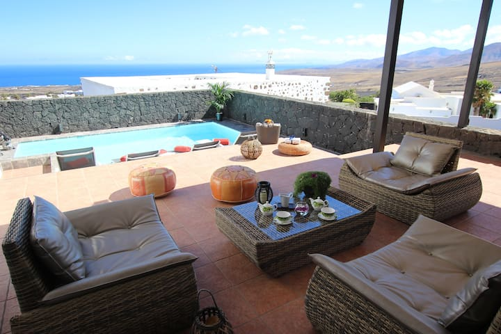 Villa with heated pool and fantastic views