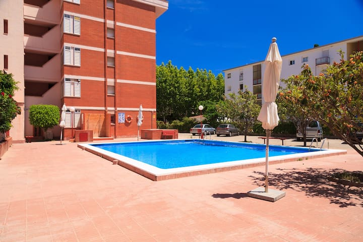 Studio Apartment perfect for couples · AirCon · Pool · UHC ATLAS IV