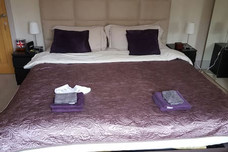 MODERN AND FRIENDLY B&B - Coulsdon - Bed & Breakfast