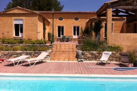 Le Monastère: Grande villa provençale avec piscine - Villecroze