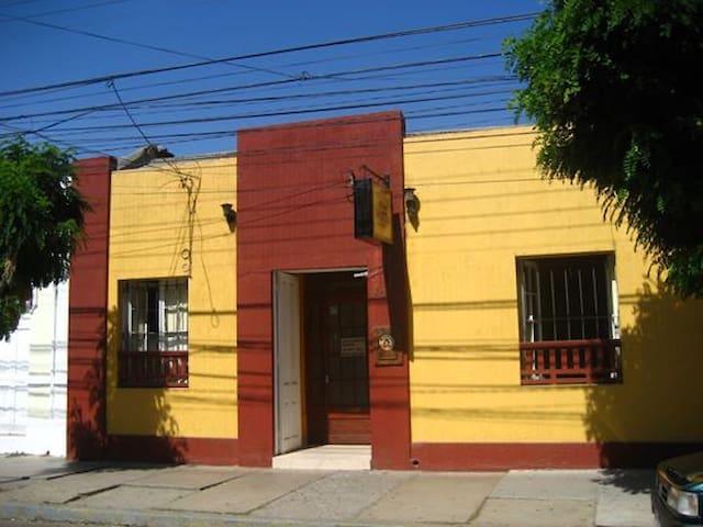 HAB. DOBLE CAMAS INDIVIDUALES / HOSTAL CASA MATTA