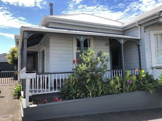 Spacious room in Ponsonby Villa, Central Auckland