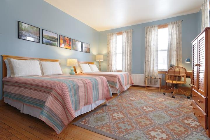 The Village Inn - Room 202