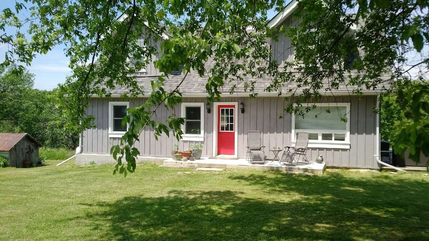 Closson Cottage Charm - Park Pass Available!