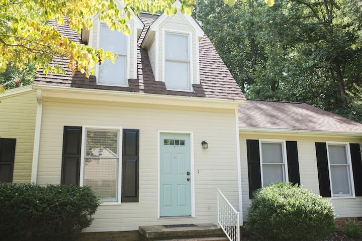Cute cottage style home excellent location houses for for Cottage style homes greenville sc