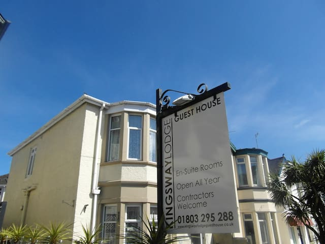 Central Torquay. Light, clean & airy - welcome! - Torquay - Bed & Breakfast