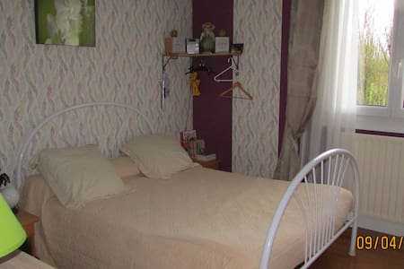 chambre dans agréable maison - Mouthiers-sur-Boëme