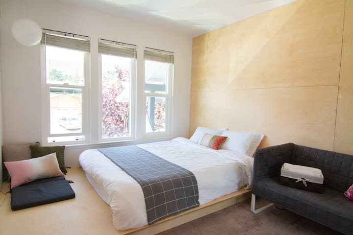 2 Cozy Rooms in Jacuzzi House, Easy Parking