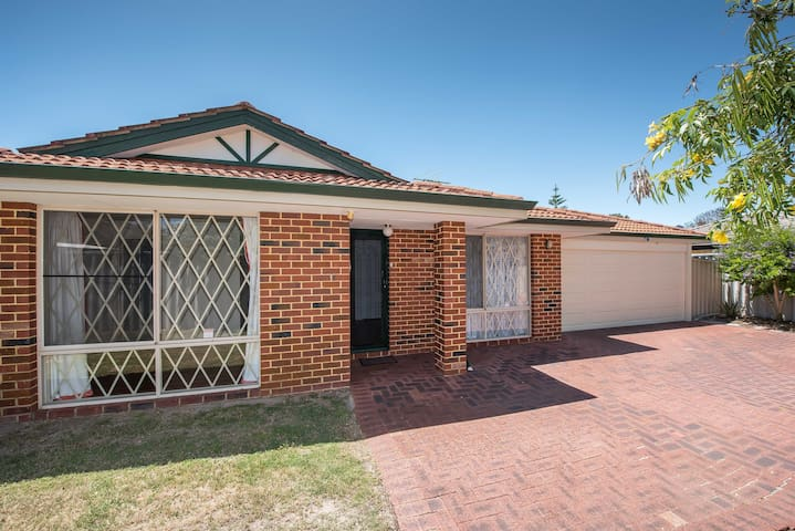 Your Base in Perth! Close to the Airport & City