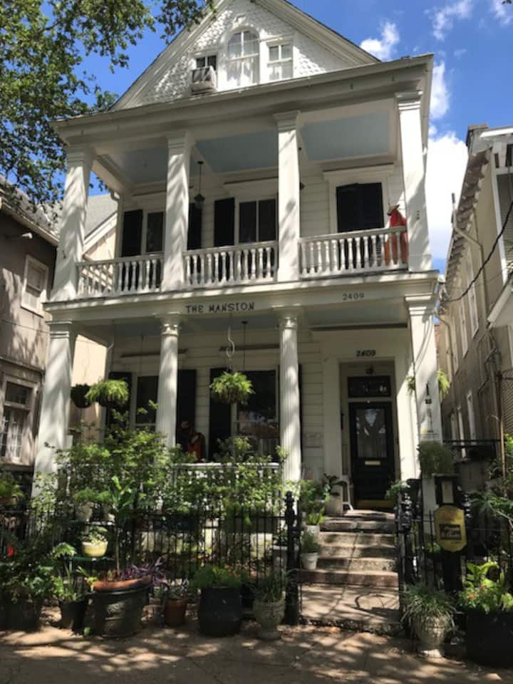 c-Garden District--St. Charles Ave. Luxury Suite