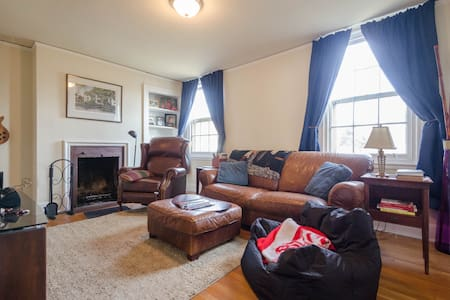 Basic, Comfy, Clean and Safe. Great location! - Cincinnati - Townhouse