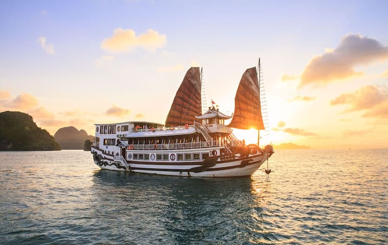 Halong royal palace cruise 2 days 1 night - Thành phố Hạ Long - Boot