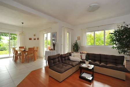 Apartment Justina -3 Bedroom Apartment w/ Terrace - Murter