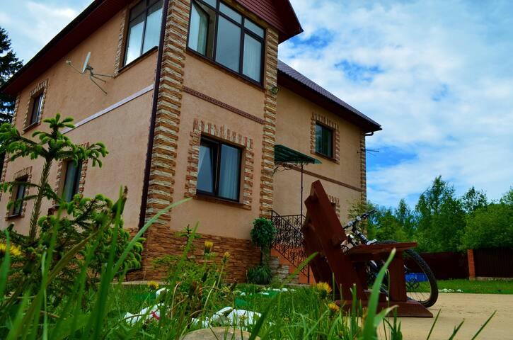 Дом с футбольным полем и бассейном - Мышецкое - Rumah