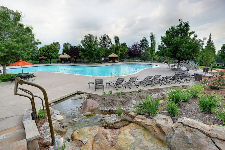 RENT ONE OF 3 ROOMS IN THE BEST GATED RESORT IN CO
