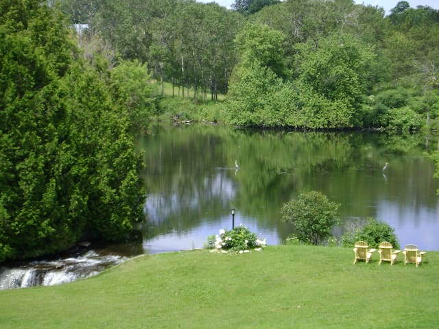 Woodsong Country Bed & Breakfast  - Uxbridge