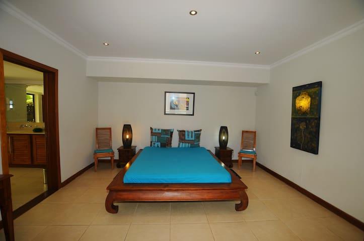bedroom oasis 5 grand bay Pereybere