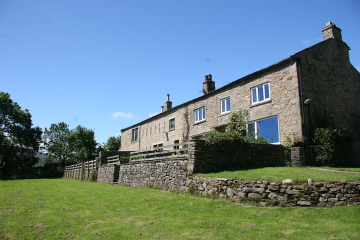 10% OFF full week! Stunning Dales Farmhouse & view
