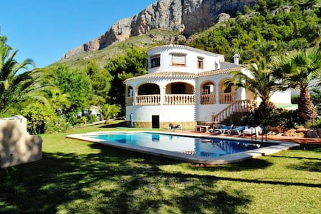 Stunning villa with private pool - Jávea
