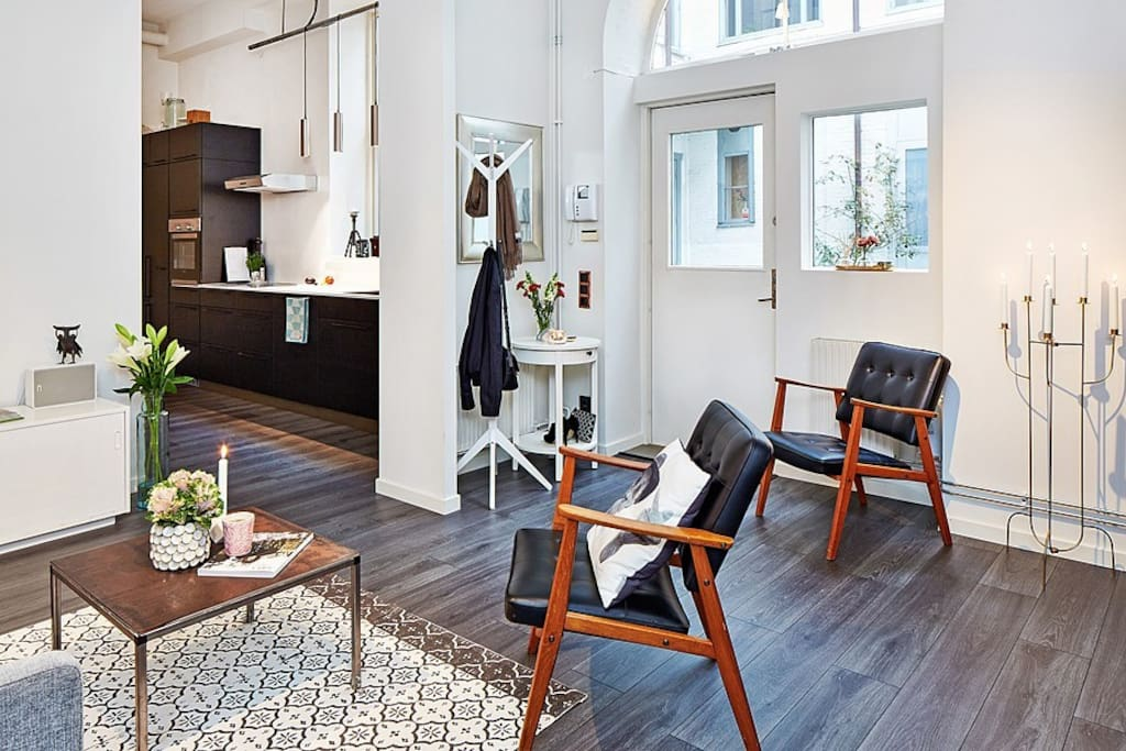 Space in studio apartment on drottninggatan apartments for Amenagement interieur petit espace